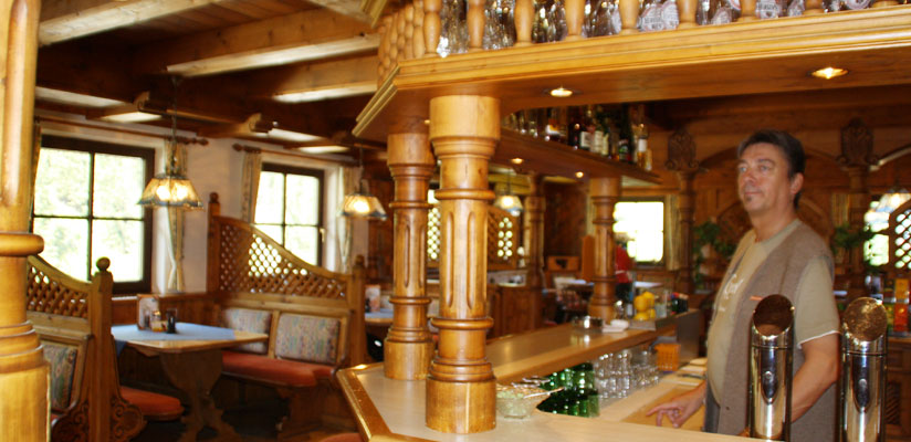 Hinter der Bar